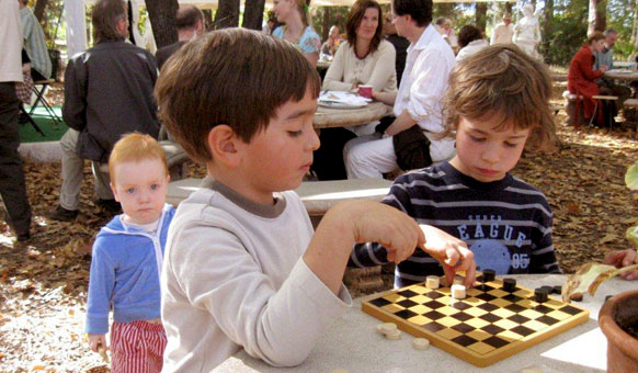 Children-playing-chess.jpg