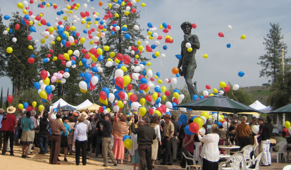 Piazza-David-Balloons.jpg