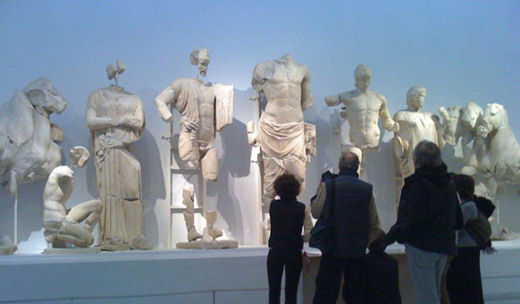 Students-Delphi-Museum.jpg